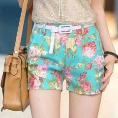 Small and pure and fresh flower shorts printed shorts have homologous divided skirts hot pants